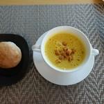 95459552 - カボチャのスープにパン