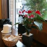 Restaurant la Raison - テーブル席から窓ガラスの様子