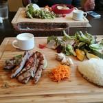 Restaurant la Raison - 米沢三元豚のグリル~料理内容 男性には少な目に見えますが、良く噛むと大丈夫でした。