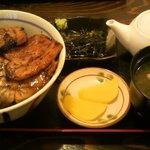 ぶたいち - ロース豚丼 670円 + だし汁セット 120円