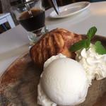 アップルパイ カフェ グレイシー グレイシー - 料理写真:焼きたてアップルパイ(2018.10.現在)