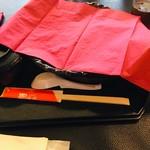 ファンファン - 麻婆豆腐が到着!グツグツラー油がはねているので紙ナプキンを…(o˘д˘)o )彡 サッ