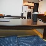 讃岐うどん なご心 - 店内(小上がりテーブル席)