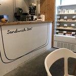 Sandwich Box - 店内。可愛らしい雰囲気です。