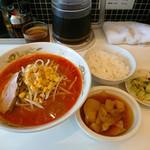 きまぐれ食堂 - 料理写真:ピリ辛味噌ラーメン   これで  ¥700安い!