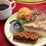すたみな太郎 - 食べ放題のケーキとドリンクバーのコーヒー (ドリンクバーは別料金)