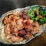 もんじゃ焼きお好み焼き鉄板焼き 一(いち) - 肉盛り(サイコロステーキ&鳥もも)