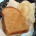 95477211 - TRADER VIC'S @The New Otani  牡蠣とほうれん草のクリームスープに付くパン