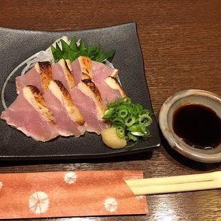 当店の逸品「鶏の炙り刺し」650円