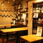 酒場食堂 もんぱち 坂ノ上 - 内観写真:テーブルのレイアウトは変えることができます。