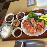 昌徳苑 - 黒毛リブロースランチ1500円(税込)です。肉が厚くて食べ応えが有ります。(^^)