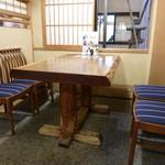 95486736 - 店内のテーブル席