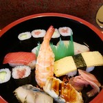 95489208 - 寿司ランチのお寿司。白身カンパチ、美味。鮪赤身、こちらも美味。