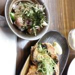 すいば - はんぱ鮮魚ユッケ280円とサンマの竜田揚げ250円