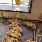 平野パン - 惣菜パンは特にすぐになくなっていってました。