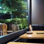 BarBies Grill - ゆったりシートのテーブル席