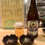 95499161 - 「SAPPORO クラシックビール(北海道限定)」600円(税別)と「お通し」340円