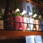 秋葉原魚金 - 魚、日本酒、魚、日本酒、日本酒。