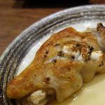 成吉 - 豚足400円。 鶏じゃないけど、博多焼鳥の定番メニューです。