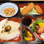 旬味和膳 季乃庄 - 本日の日替わり弁当です☆彡揚げ物はイマイチでしたが、お刺身は新鮮で美味しかったです♪