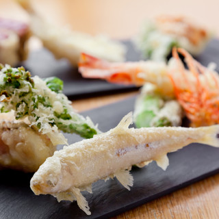 ここでしか味わえない天ぷらを。独自の技法だからワインと合う