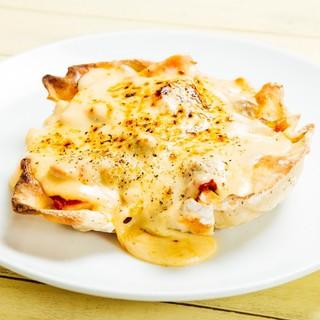 フレッシュなトマトを使ったピザにも、こだわりチーズが満載◎