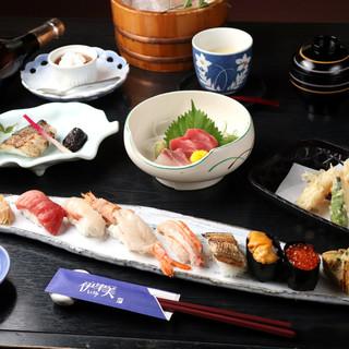お寿司7貫にお料理が6~7品付いたお得なコースがおすすめ!