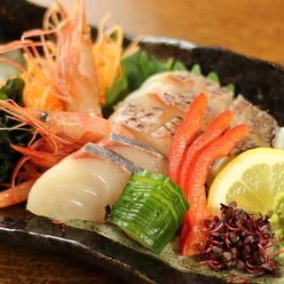 毎日市場で仕入れる鮮魚を豪快に【お造り】として堪能すべし!