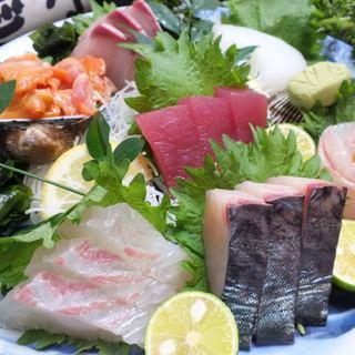 徳島県近海で獲れた旬魚を豪快に!◆名物【お刺身7種盛り】◆