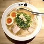 麺や佑 - 鶏魚豚らーめん 味玉入り(880円)