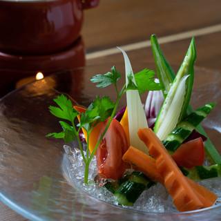 自然の恵みを存分に受けた、色も味も濃い鎌倉野菜と深浦本マグロ