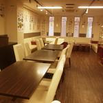 なみへい - 【4名席】大きめのテーブル席×4