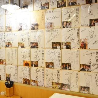 あの選手も!?サインずらり☆広島カープの選手も足繁く通う!