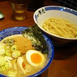 兼虎 - 味玉濃厚つけ麺 980円。 かなり濃厚な豚骨魚介スープです。