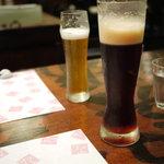 酒+蕎麦 な嘉屋 - 2011/09 常陸野ネストビール アンバー(手前)とニッポニア(奥)