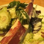 屋久島ヴィータキッチン - セットで出たサラダ。これでもかとゴロゴロと新鮮野菜が踊る。これだけでも十分。