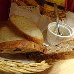 湯島ワンズラクレット チーズ料理専門店 野菜&ワイン - パン