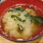 95546751 - ワカメの味噌汁。魚の出汁がよく出ている
