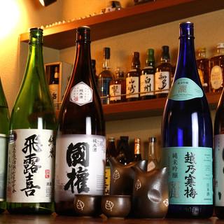 福島の地酒を中心に各地の日本酒を堪能。お酒を酌み交わして…。