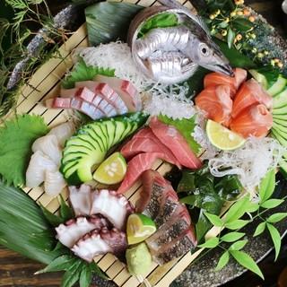 響く感嘆の声!産地直送鮮魚を贅沢に【お造り盛り合わせ】として