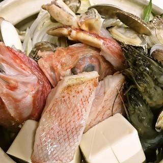 旬な素材、鮮度抜群の鮮魚をご提供致します。今の時期はキンキ鍋