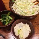 Katsukichinihombashitakashimayaesushiten - 漬物とキャベ千サラダ
