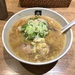 95553996 - 味噌ラーメン+煮玉子 930円