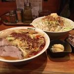 濃菜麺 井の庄 - 料理写真:辛辛濃菜麺、メガベシのジロベジこってり、ニンニク、はしっこ