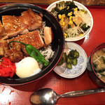 Ton - 照り焼き親子丼(860円)。