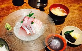 魚匠 銀平本店 - カツオ、シマアジ、タイ