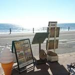 95558177 - 134号沿い、七里ヶ浜が目の前。