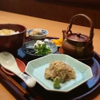 水・木・金曜日限定お昼★★絶品胡麻だれで作る鯛茶漬け★★