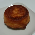 95559731 - ひと口目から溢れるようなバターの香り!贅沢過ぎるシェフのスペシャリテ、クイニーアマン320円