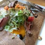 ガレット&カフェ クランプーズ - 自家製ローストビーフのスペシャルガレット